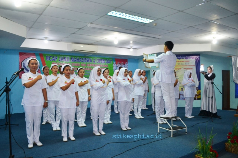 STIKes PHI Jakarta Gelar Capping Day 2018