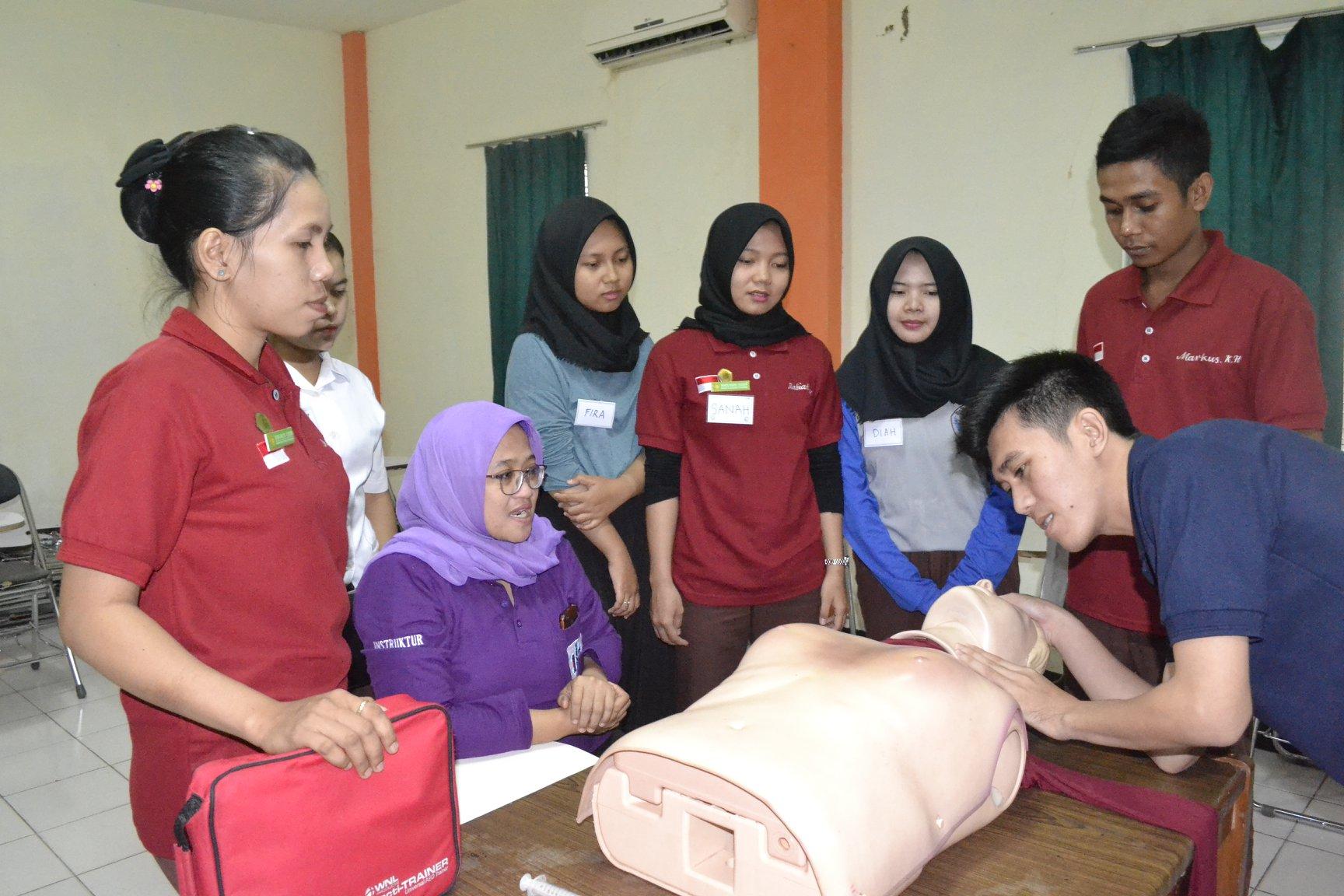 STIKes PHI Gelar Pelatihan Basic Trauma Dan Cardiac Life Support